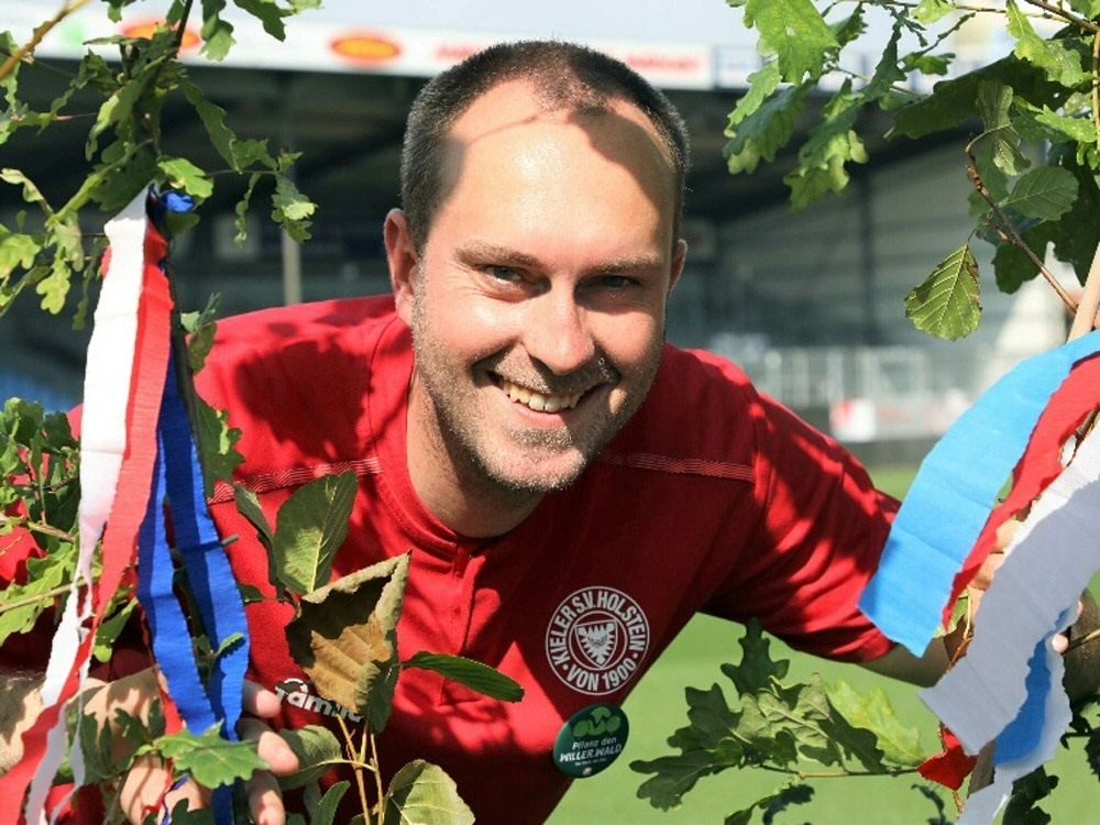 Ole Werner freut sich über gelungenes Wald-Projekt (© Anton Willer/Anton Willer/Anton Willer/)