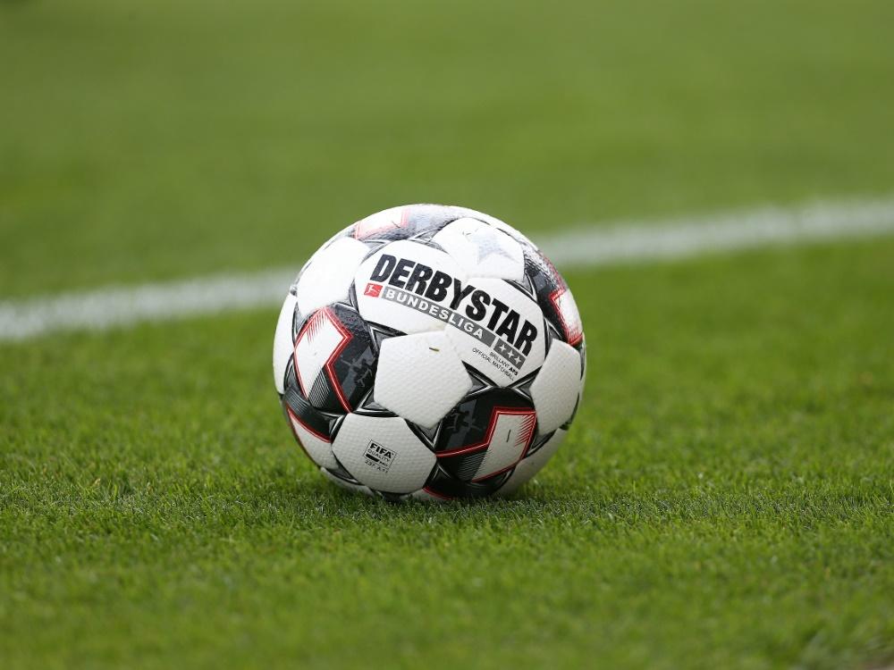 DFB: Nachhaltigkeit muss im Amateurfußball ansetzen (© FIRO/FIRO/SID/)